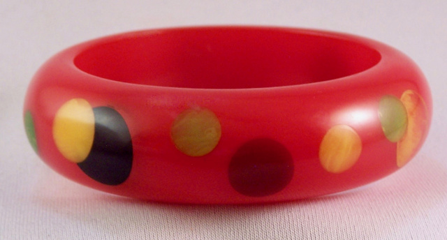 AB36 chunky red/multicolor dots bakelite bangle