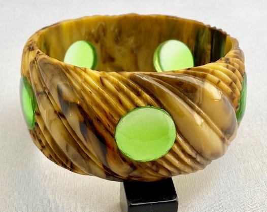 AB102 Brad Elfrink green dotted bakelite bangle