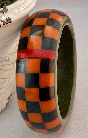 AB153 H Kronimus orange/black on grey checkerboard bakelite bangle