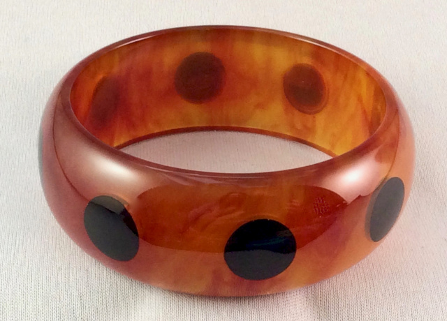 AB46 carnelian/black dots bangle