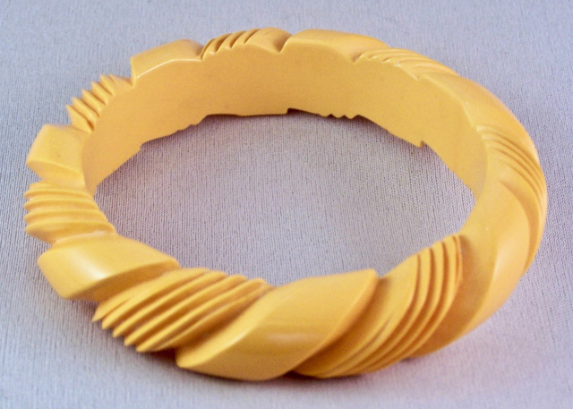 BB56 corn rope carved bangle